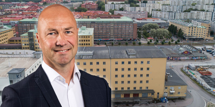 Manne Aronsson in front of Aspelin Ramm's newly acquired property. The image is a montage.
