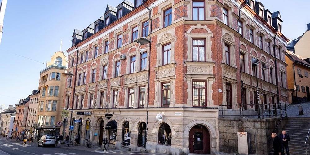 Olov Lindgren acquires on Götgatan.